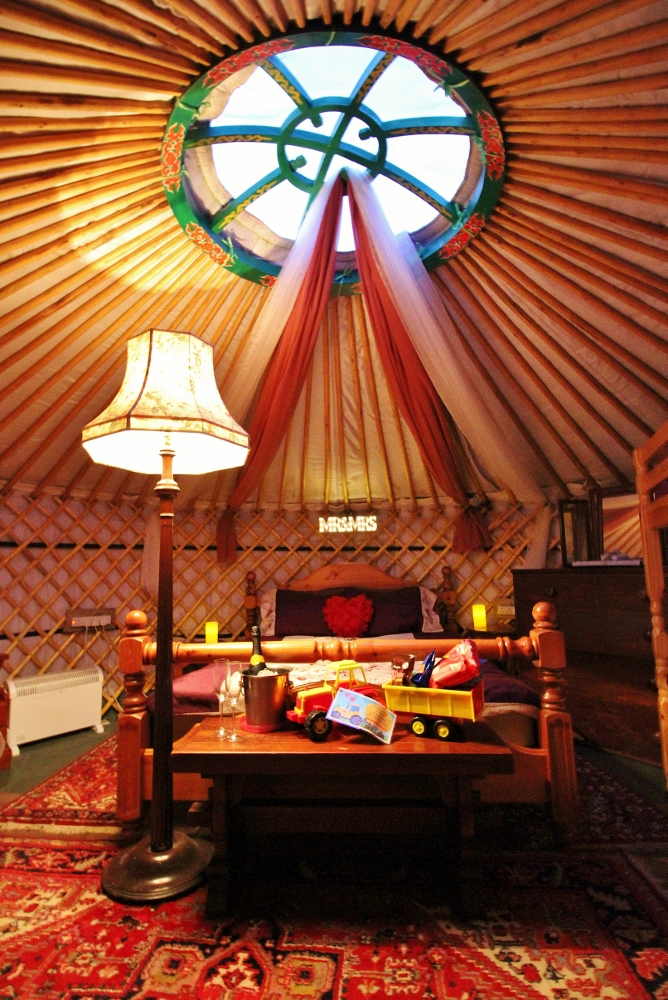 Yurt Bronwyn bridal suite.