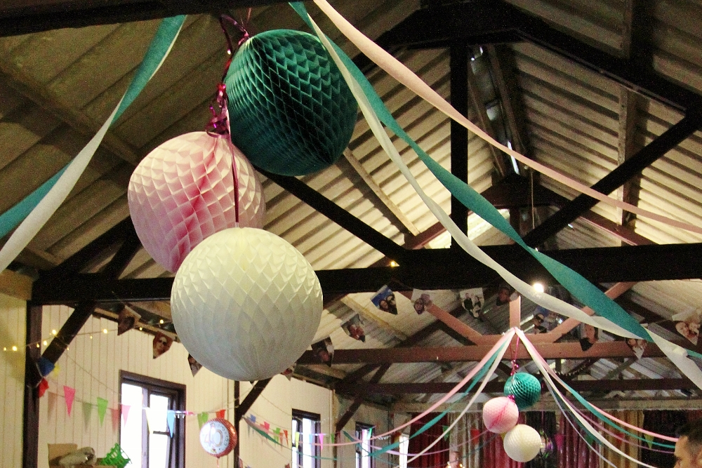 Barn party birthday decor