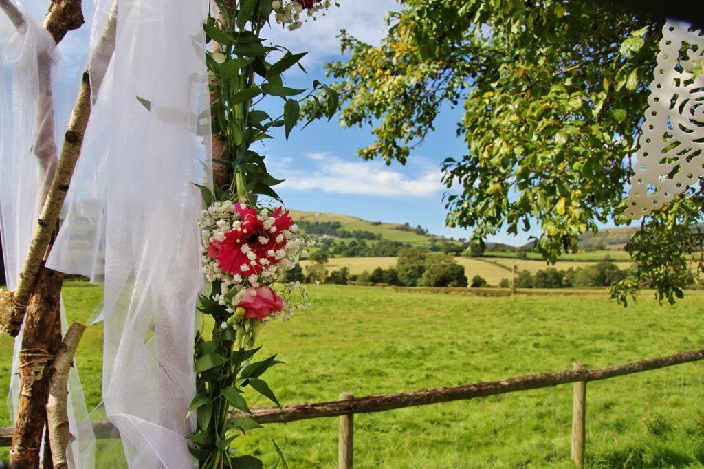 39 reasons: Rustic wedding arch at Barnutopia