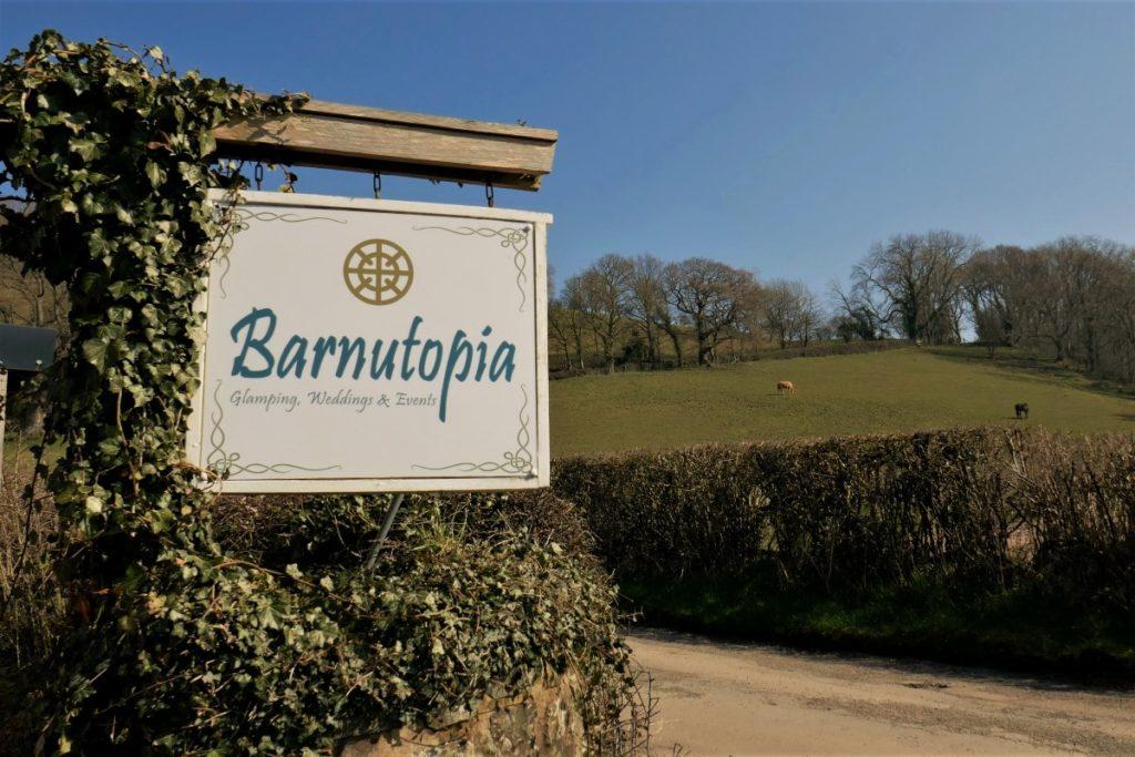 39 reasons: Sign at the main gates of Barnutopia